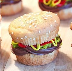 Cupcake burger... what a cute idea! I think i'll do this for jarens next birthday :)