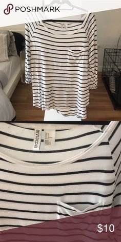 Casual Striped Tee Comfy, soft and a wardrobe staple. Slouchy tee. 3/4 sleeve. Perfect with boyfriend jeans and sneakers or paired with a floral skirt and heels. Just a little too loose on me so I'm selling. H&M Tops Tees - Long Sleeve
