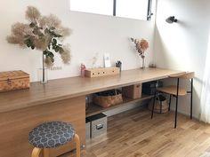 窓辺のカウンターにスタディコーナーを Dinning Chairs, Interior Decorating, Interior Design, Home Decor Inspiration, Room Interior, Home Office, Diy Furniture, Kitchen Dining, Corner Desk