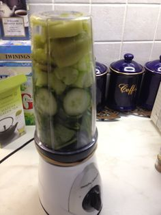 Blending alkalising greens: Kiwi fruit, cucumber, celery, spinach and parsley.