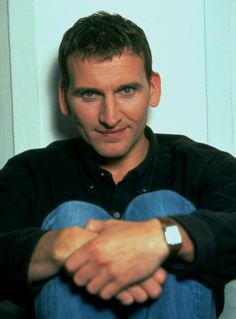 I really love it when I stumble upon incredibly attractive pictures of Christopher Eccleston. I love you Chris!!