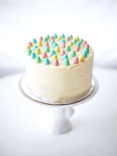 Here's a sweet Mini Easter Egg Cake and other easy cake decorating ideas for Easter. Easy Easter Desserts, Easter Treats, Easter Recipes, Mini Eggs Cake, Easter Egg Cake, Easter Dinner, Easter Brunch, Cupcakes, Cupcake Cakes