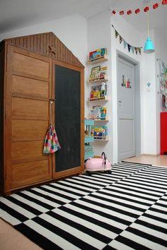 fantastic chalkboard wardrobe // kids room