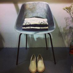 Hiding tiger at #tenuedenimes #mesdames - #libertinelibertine #acne (cc #pierreguariche) @linda_wit #denim #indigo #style