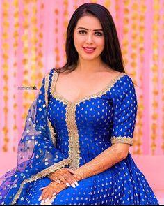 Beautiful Suit, Beautiful Girl Indian, Beautiful Girl Image, Beautiful Indian Actress, Most Beautiful Women, Beautiful Dresses, Girls Dp Stylish, Stylish Girl Images, Beauty Full Girl
