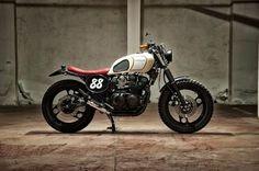 Inazuma café racer: XJ600 by Motorecyclos