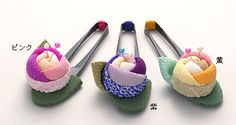 ちりめん細工ばら針山 Ribbon Crafts, Fabric Crafts, Sewing Crafts, Sewing Projects, Kanzashi Flowers, Diy Flowers, Fabric Flowers, Japanese Flowers, Japanese Fabric