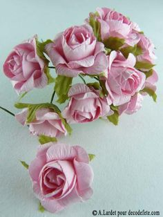 Une petite rose ouverte en papier, parfaite pour décorer vos boites à dragées, le pied de vos verres...http://www.decodefete.com/roses-ouvertes-rose-p-679.html #Mariage #Bapteme #Fleur