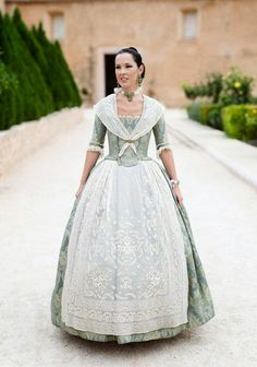 Valencia y sus telas - papeles pintados y telas online 18th Century Dress, 18th Century Clothing, 18th Century Fashion, Baroque Fashion, Vintage Fashion, 1700s Dresses, Fairytale Fashion, Royal Clothing, Historical Clothing