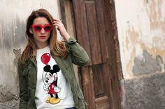 Sudadera de Mickey Mouse para un look con deportivas