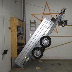 Platzsparende Anhängeraufbewahrung in der Garage