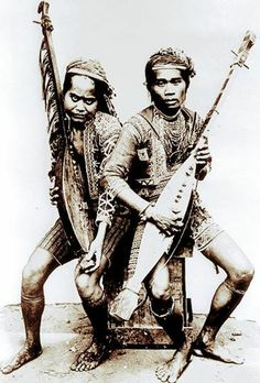 Mindanao natives playing the Kutiyapi. The kutiyapi, or kudyapi, is an indianized Filipino two-stringed, fretted boat-lute. Philippines Culture, Philippines Outfit, Asian Image, Asian Studies, Filipino Culture, Mindanao, Vintage Photographs, Anthropology, Image Collection
