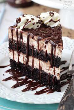 This Hot Fudge Swirl Ice Cream Cake is a wonderful blend of chocolate cake and no-churn ice cream! It's like a chocolate sundae in cake form! Ice Cream Desserts, Frozen Desserts, Just Desserts, Delicious Desserts, Frozen Treats, Cupcakes, Cupcake Cakes, Chocolate Sundae, Chocolate Desserts
