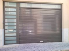 Puerta garaje aluminio.