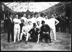 Max Linder et les participants d'un tournoi d'escrime, Jardin des Tuileries, Paris, 1913