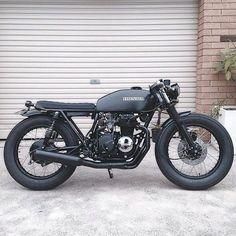 "4,227 gilla-markeringar, 20 kommentarer - Cafe Racers | Customs | Bikes (@kaferacers) på Instagram: ""All black Honda, anything else you need? So good  #kaferacers ------- Via - Tag the owner /…"""