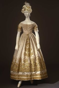 Gala dress in cream coloured silk satin, doubled in tulle, embroidered with gold thread, with beads application; Italian manifacture(?), 1823 ca. Collection Galleria del Costume di Palazzo Pitti. All rights reserved