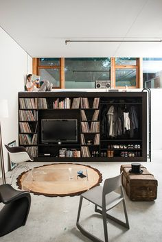 Innovative Storage Facility for a Studio Apartment - Decoholic