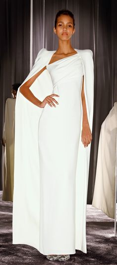 Tom Ford ~ White Fitted Dress w Full Length Coat Brautkleid schlicht Fabulous Dresses, Beautiful Gowns, Beautiful Outfits, Glamorous Dresses, Black Tie Gown, White Dress, Mode Glamour, Style Haute Couture, Runway Fashion
