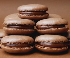 Nutella Macarons (Chocolate Hazelnut French Macarons) : 4 Steps (with Pictures) Nutella Macaroons, Desserts Nutella, French Macaroons, Macarons Chocolate, Delicious Desserts, Chocolate Smoothies, Chocolate Shakeology, Nutella Cookies, Chocolate Cookies