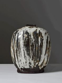 lee-kang-hyo-buncheong-pottery-437x586