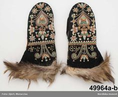 Mittens from made of wool, embroidered and with fur trim, possibly wolf fur. Scandinavian Embroidery, Swedish Embroidery, Wool Embroidery, Knit Mittens, Mitten Gloves, Knitting Socks, Medieval Embroidery, Costumes Around The World, Couture Sewing