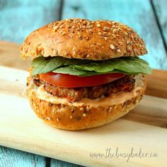 Turkey Burgers with Sriracha Mayo. Turkey burgers packed with spinach and carrots and served with Sriracha mayo. So yummy healthy and gluten-free! Vegan Ground Beef, Healthy Ground Turkey, Ground Beef Recipes, Grilled Turkey Burgers, Turkey Burger Recipes, Chicken Recipes, Wrap Recipes, Dinner Recipes, Clean Recipes