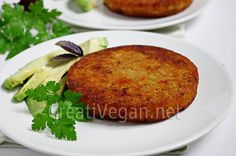 Hamburguesas vegetales, fáciles y económicas, con arroz, boniato y hortalizas, hechas en 30 minutos para tomar en el momento o para congelar y tenerlas listas cuando no te apetezca cocinar.