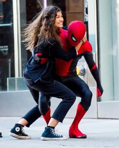 I'm so freaking pumped for this movie. I love the fact that Zendaya and Tom get to be a couple in this amazing Spider-Man Film Far From Home Marvel Jokes, Marvel Avengers, Spiderman Marvel, Marvel Comics, Star Lord, Marvel Universe, Tom Holland Zendaya, Iron Man, Tom Holland Peter Parker