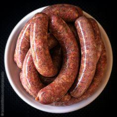 Bei einer Merguez, der aus Nordafrika stammenden und via Frankreich längst auch bei uns eingewanderten Bratwurst aus Lamm oder Lamm plus Rind, scheint es durchaus Variationen zu geben. Gemein ist a…