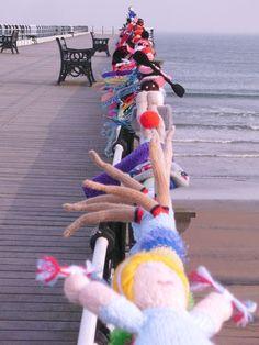 yarn bombing, splendid use of crazy wool bits