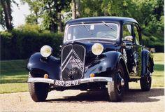 Née du désir d'innovation et d'originalité, la Citroën Traction répond aux trois mots d'ordre de son constructeur : économie, confort et sécurité. Produite de 1934 à 1957, elle a fortement influencé l'évolution de l'automobile, notamment grâce à son système révolutionnaire de traction.