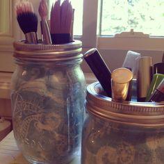 Y make up jars. Mason Jar Bathroom, Mason Jars, Ball Jars, Diy Decoration, Diy Makeup, Crafty, Fabric, Ideas, Diy Decorating