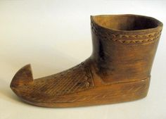 Vintage carved wooden boot shaped deskweight or desk tidy #10677
