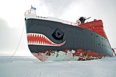 Größter Eisbrecher der Welt - The biggest icebreaker in the world Marine Engineering, Us Coast Guard, Arctic Circle, Canoe And Kayak, Tug Boats, Ice Breakers, Small Boats, Tall Ships, Continents