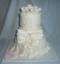White Wedding Cake  ~ so pretty!