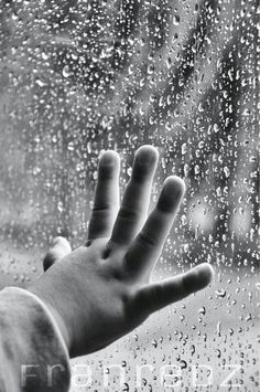 Touch the rain i tak jest teraz Walking In The Rain, Singing In The Rain, Rainy Night, Rainy Days, I Love Rain, Rain Go Away, Sound Of Rain, Rain Photography, Photo D Art