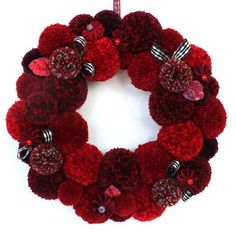 These yarn pom pom wreaths are very easy you'd have a fun time making them! These yarn pom pom wreaths are very easy you'd have a fun time making them! Christmas Pom Pom Crafts, Holiday Crafts, Christmas Crafts, Christmas Decorations, Wreath Crafts, Diy Wreath, Crafts For Teens To Make, Diy And Crafts, Easy Crafts