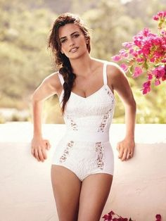 Penelope Cruz so pretty and love the swimwear