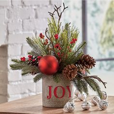 DIY: How to Make Your Own Silver Christmas Table Wreath - The Trending House Outdoor Christmas, Rustic Christmas, Christmas Fun, Christmas Ornaments, Wishlist Christmas, Christmas Quotes, Coffee Table Christmas Decor, Cabin Christmas, Christmas Wreaths To Make