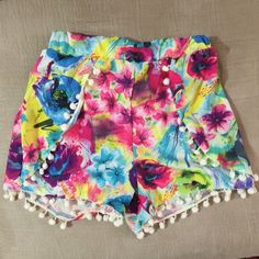 Beautiful short size Small Like new, perfect condition! Shorts Skorts