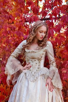 Many decades have elapsed since the Victorian era ended but the Victorian hairstyles are still worn by women. Pretty Dresses, Beautiful Dresses, Victorian Hairstyles, Fantasy Costumes, Period Outfit, Medieval Dress, Fantasy Dress, Historical Clothing, Quinceanera