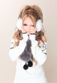 Cute, gyaru: Knit, white shirt with black details. White ear muffs. Gray, faux fur muffler.