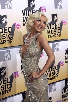 Christina Aguilera at the MTV Video Music Awards in NYC on August 2006 Mtv Video Music Award, Music Awards, Miss X, Glam Dresses, Just Girl Things, Christina Aguilera, Celebs, Celebrities, Gray Dress