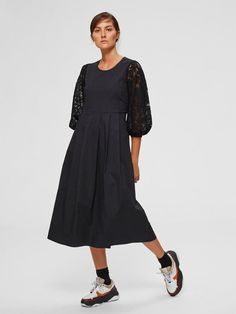 Spitzen midikleid | SELECTED Faux Col, Models, Mi Long, Mannequin, Neue Trends, Duster Coat, Cold Shoulder Dress, Jackets, Black