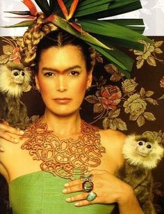 Ruddy Rodriguez como Frida. Revista Exclusiva
