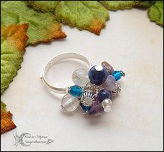 Bague réglable multi-perles en Lapis-lazuli, Quartz rutilé, Améthyste, verre de bohème facetté bleu *Douce clairvoyance* : Bague par atelier-bijoux-legendaires