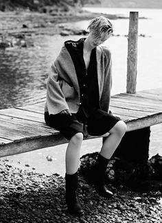 Elizabeth Debicki for Harper's Bazaar Elise Bauman, Lisa Edelstein, Lara Pulver, Elizabeth Debicki, Brown Jeans, Hugh Laurie, Japanese Models, Pixie Hairstyles, Harpers Bazaar