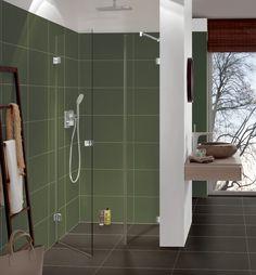 Wer ein kleines Bad einrichten möchte, der sollte sich die verschiedenen Lösungen zum Platzsparen anschauen. Eine davon ist die einfache Duschnische (an drei Seiten von Wänden umgeben). Entdecken Sie unsere maßgefertigte Glasdusche mit 1 Tür und 1 festen Seitenteil nach außen öffnend – Auch als Pendeltür möglich Fordern Sie hier Ihr Angebot an! – Die … Reading Room Decor, Bathroom Lighting, Mirror, Furniture, Home Decor, Small Baths, Shower Cabin, Space Saving, Life