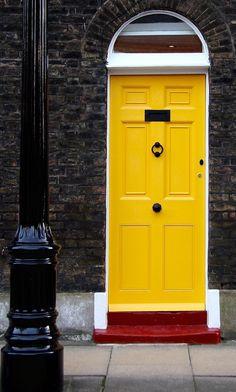 Cool Doors, Unique Doors, Home Spa Decor, Front Door Colors, Front Doors, Behind The Green Door, Stair Art, Antique Bottles, Through The Window